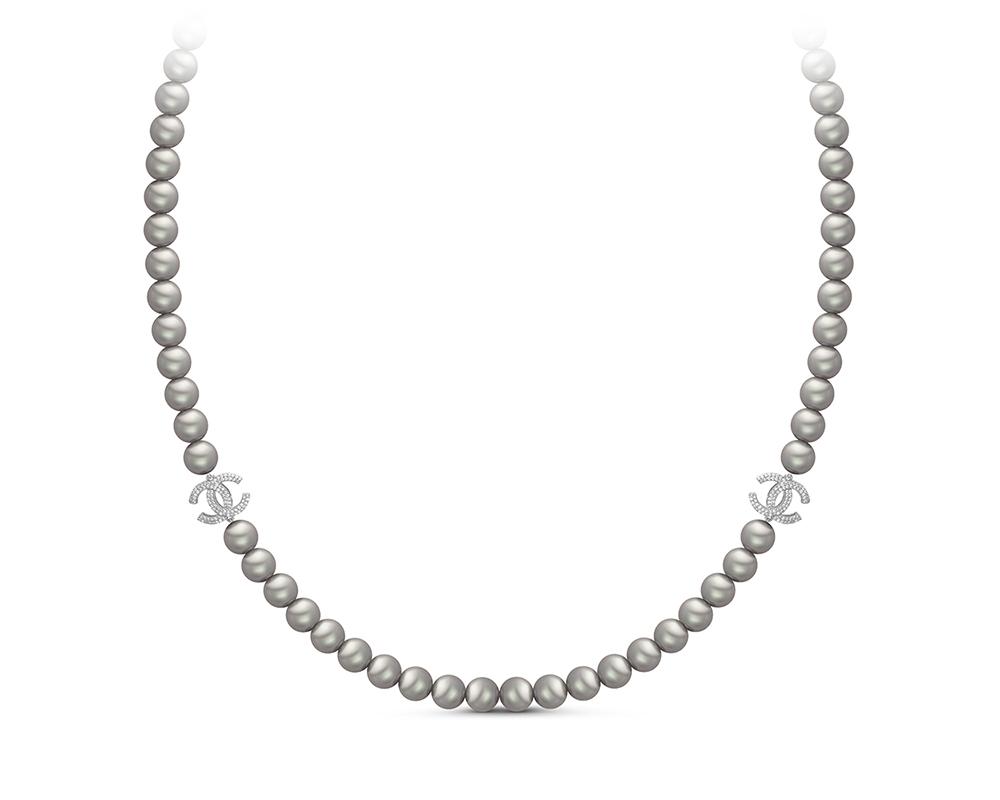 Колье из серебристого круглого жемчуга со вставками из серебра