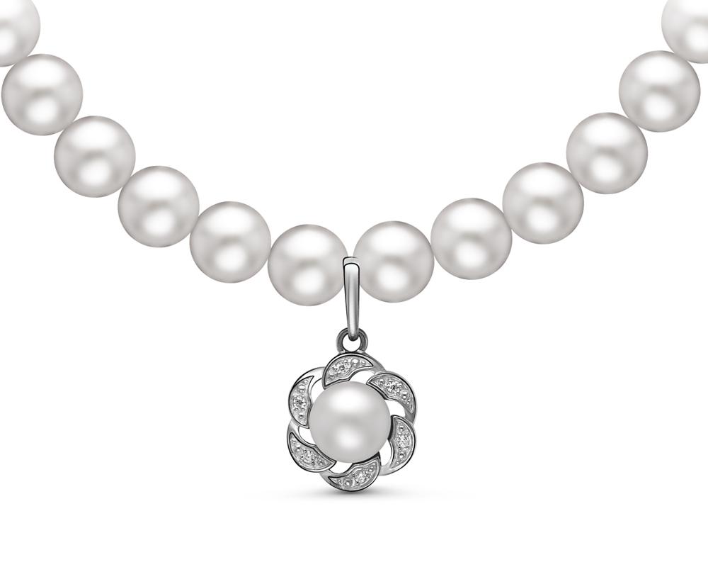 Ожерелье из белого круглого жемчуга с подвеской из серебра