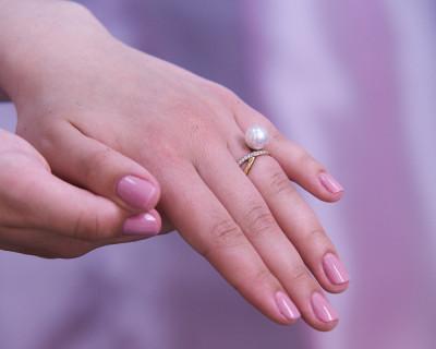 Кольцо из серебра с белой речной жемчужиной 8-8,5 мм