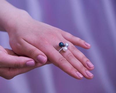 """Кольцо """"Три настроения"""" из белого золота с морскими жемчужинами Акойя 7,5-8 мм"""