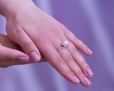 Кольцо из белого золота с белой морской жемчужиной Акойя 9-9,5 мм