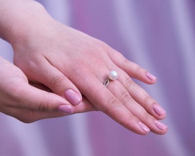 Кольцо из желтого золота с белой морской жемчужиной Акойя 9-9,5 мм