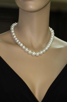 Ожерелье из белого круглого речного жемчуга. Жемчужины 9,5-10,5 мм